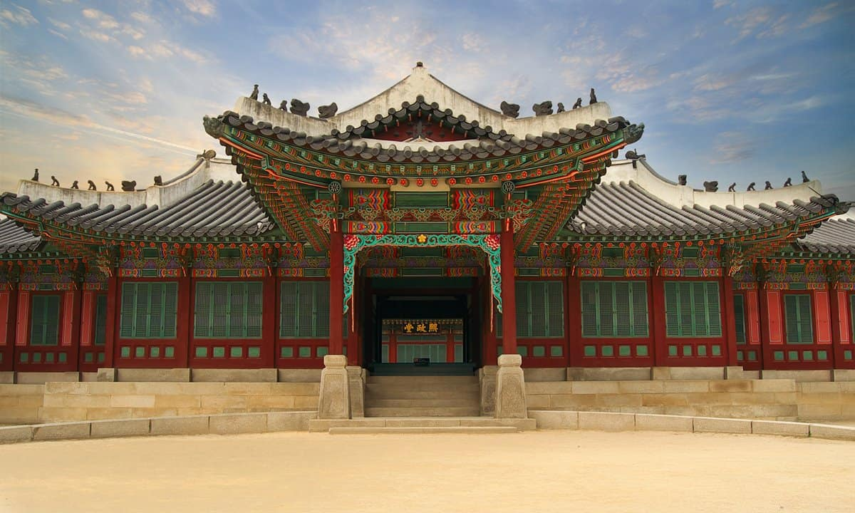 The entrance to Huijeongdang Hall at Changdeokgung Palace.