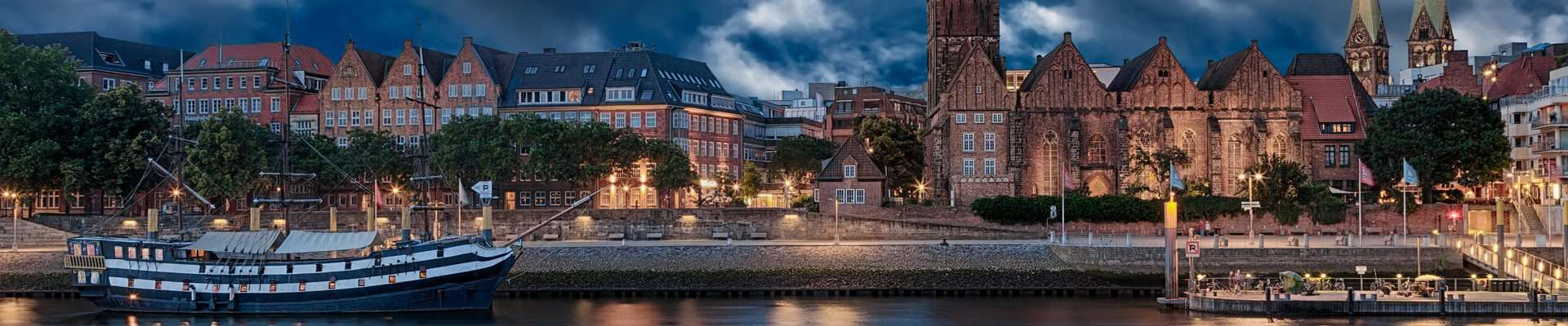 The Schlachte at night in the old town of Bremen.