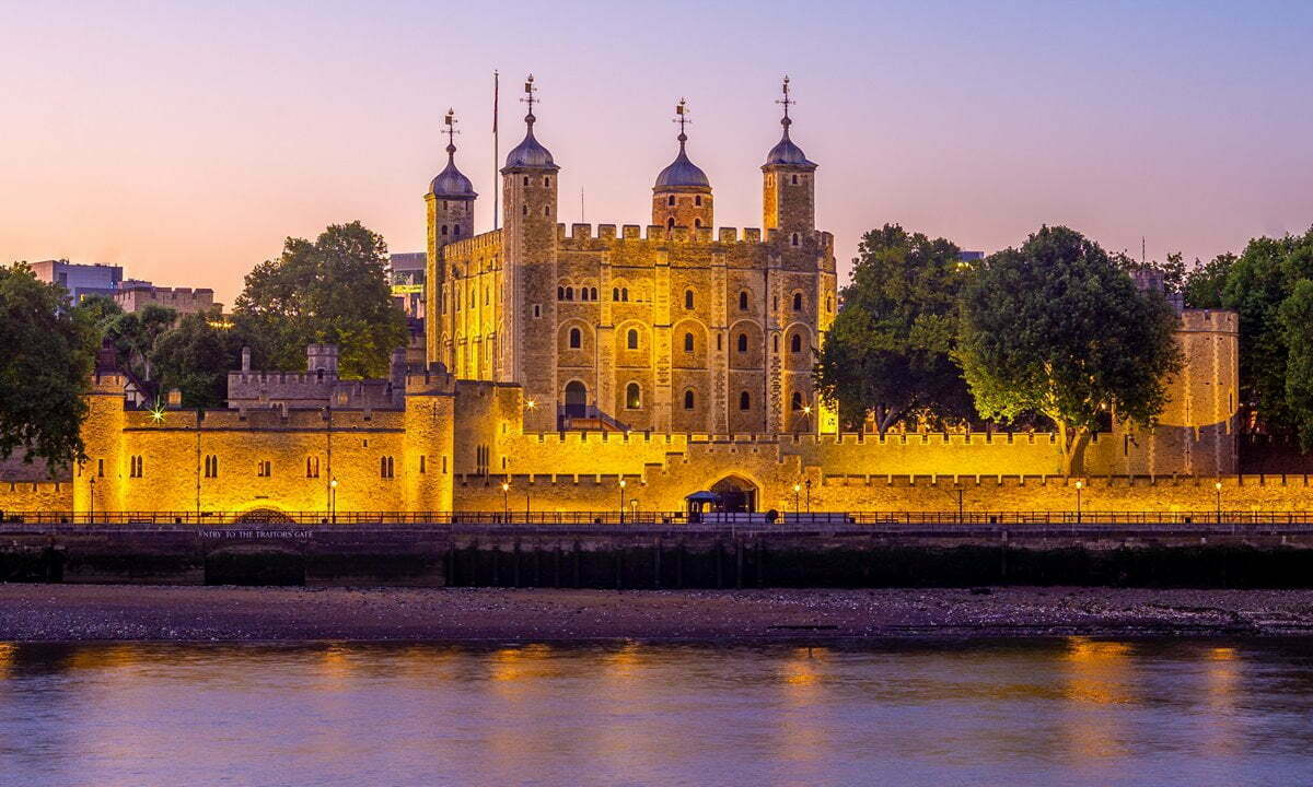 One of the best known castles in England, the Tower of London at night.